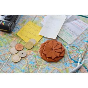 Coin Case/ Brown革製のコインケース糸を一切使わずに折り紙のように折りたたむように成形片手で容易に開ける事ができて実用性も兼ねるギフトステーショナリー|bricbloc