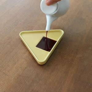 224porcelainおにぎり 黄しょうゆ皿キッチン用品インテリア磁器肥前吉田焼ギフト プレゼント bricbloc