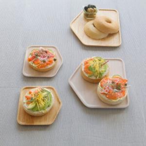 食卓が楽しくなるようなおうち型のプレート ACACIA PLATE HOUSE Mサイズ|bricbloc