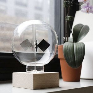KIKKERLAND Solar Radiometer/ソーラーラジオメーター 太陽光を浴びるとガラスグローブ内の金属の羽が回転するラジオメーター|bricbloc