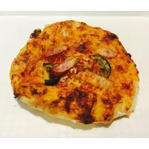 あらびきウインナーとズッキーニのトマトソースピザ|brownykyoto