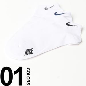 さまざまなスタイルに投入できるホワイトベースのアンクル丈ソックスです。履き口にあしらったロゴがポイン...