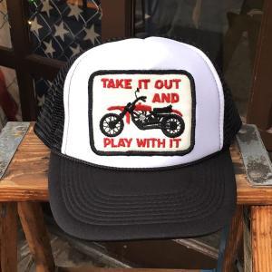 ダートトラッカー TAKE IT OUT AND PLAY WITH IT BUDDY オリジナル・ワッペン付きメッシュキャップ OTTO オットー ベースボールキャップ バイク モトクロス|buddy-us-clothing