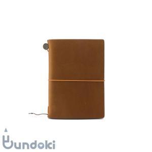 牛革素材のカバーと、書きやすさに徹したシンプルなノート「トラベラーズノート」に定番カラーとして新しい...