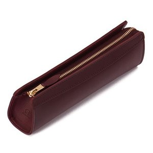 「ピアス」シリーズの定番人気商品、細身のペンケースSサイズ。植物から抽出されたタンニンによってなめさ...