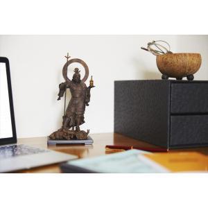 瞳にみなぎる逞しき躍動感理想を尽くした造形美の結晶インド神話に登場する財宝の神クベーラが仏教に採り入...