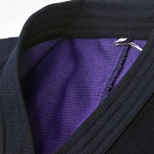裏地の色を紫にすることにより、表地の色を藍色に近い色にすることができました。さらに、生地に高級感を出...