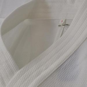 吸水・発散・速乾! 清涼快適新繊維!  特殊構造繊維「セオα」は特殊な生地設計のもとで、高度な毛細管...