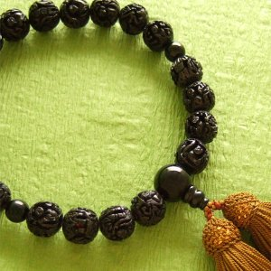 男性用一輪数珠(念珠) 黒羅漢彫黒オニキス仕立浜梨色房|butudan
