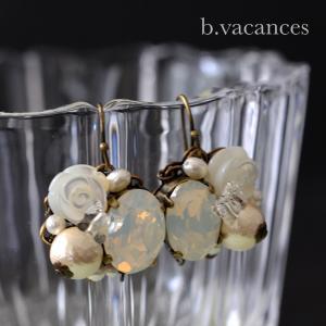 ピアス&イヤリング│ バラの香り (スワロフスキーエレメント:ホワイトオパール) / 薔薇のピアス・イヤリング|bvacances