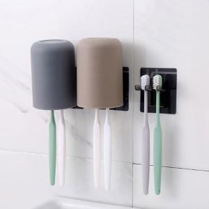 歯ブラシホルダーとコップのセット売りです。粘着フック2個おまけ。  場所取らず!清潔的!水に強い! ...