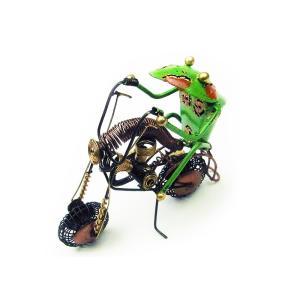 ハーレーを乗りこなすかっこいいカエル。  約22xH15cm  インドネシア製  古びた加工を施して...