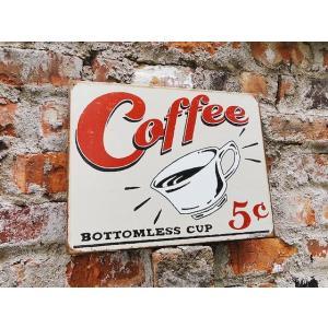 アメリカののどかな田舎町のダイナーに入るとこんな看板が出迎えてくれそう! コーヒーをテーマにしたレト...