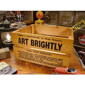 外国のアンティークショップにフラリと入ると出会いそうな昔のクレートボックスをモチーフにした木箱です。...