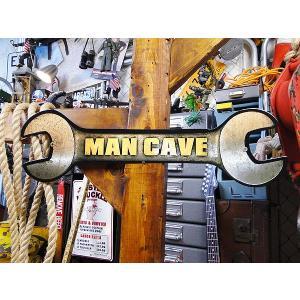 U.S.ヘヴィースチール製サイン ハイクオリティ仕上げ  「MAN CAVE」ってアメリカ人がよく使...