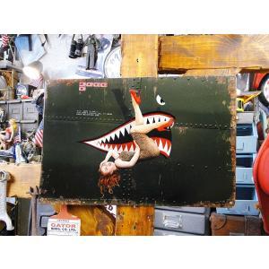 ミリタリー好きならこんな看板探してたでしょ!フライトジャケットの背中などに描かれるピンナップガールア...