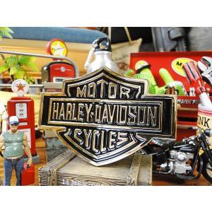 ハーレーの伝統のロゴマーク、バー&シールドの立体タイプのロゴステッカーです。  本体はメタル製なので...