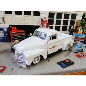 シェビートラックファンの皆さん、お待たせしました。  ミニカーのトップブランドJadaから1953年...