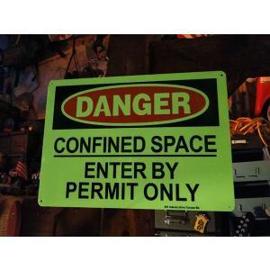 アメリカの蓄光警告サイン(危険 閉鎖スペースにつき関係者以外立ち入り禁止) ■ アメリカン雑貨 アメリカ雑貨|candytower
