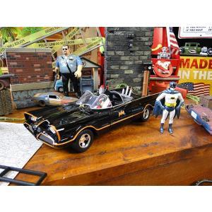 クラシックTVシリーズ・バットモービルのダイキャストモデルカー 1/24スケール(バットマンフィギュ...