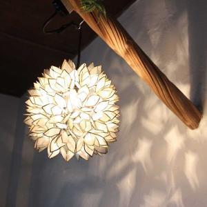 フラワー型 シェル ペンダントライト 天井 照明 ホワイト H25cm|caran2