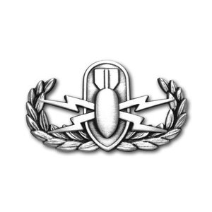 アメリカ陸軍 技能章 - 爆発物処理章 - いぶし銀仕上 サービスドレス胸用 米軍 ミリタリーバッジ|card-museum