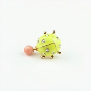 珊瑚 ブローチ ピンク珊瑚 深海珊瑚 4.8mm玉 てんとう虫 金色 cathaycoral