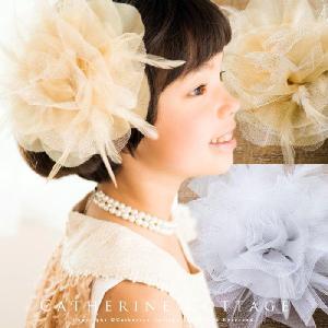 羽根とラメのゴージャスコサージュ 子供 結婚式 発表会|catherine