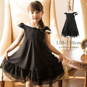 黒地に白衿が清楚なワンピース。 ハイウエストからゆったりと広がるフレアースカートは、贅沢に生地をつか...