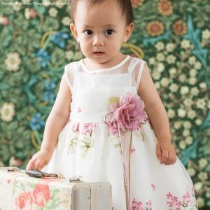 オーガンジーに小花の刺繍が施された、軽やかで繊細なドレスです。 【サイズ(胸囲/着丈)】 M(80)...
