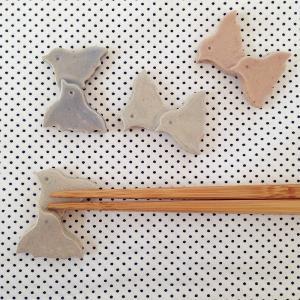 チドリ 箸置き 小さめ 3cm 陶器 ピンク/白 鳥 かわいい おしゃれ|cayest