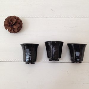 ぐい呑 黒 お猪口 シノギ 廣川みのり 酒器 陶器 かっこいい シンプル|cayest