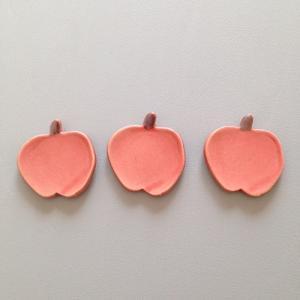 赤いリンゴ 箸置き フラット スプーン置き かわいい テーブル雑貨|cayest