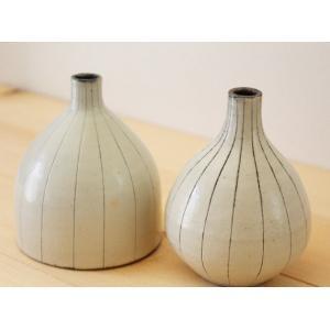 花瓶 花器 一輪挿し マット粉引 陶器 信楽焼 ラウンド デルタ おしゃれ フラワーベース|cayest