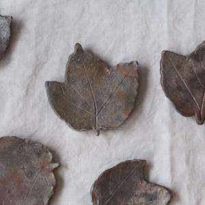 焼締 葉っぱ型 小皿  丹波焼 丹久窯 木の葉 箸置き 銘々皿 豆皿 渋め 和食器|cayest