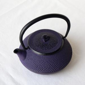 南部鉄器 急須 平丸アラレ0.3L 紫 小さめ かわいい おしゃれ 内側ホーロー加工 日本製|cayest