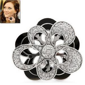 リング フラワー 花 モノトーン ブラック & ホワイト カクテルリング 33mm ヒラリー ダフ コレクション|celeb-cz-jewelry