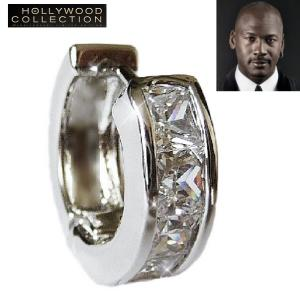 ダイヤモンド フープ ピアスはプリンセスカット・ダイヤモンドCZが洗練された光を放つ16ミリ径の片耳...