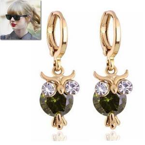 ピアス フクロウ ペリドット グリーン 18金 ゴールド 揺れる テイラー スウィフト コレクション|celeb-cz-jewelry