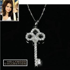 キー ネックレス フルール・ド・リス ユリの紋章 ダイヤモンド セレーナ ゴメス コレクション|celeb-cz-jewelry