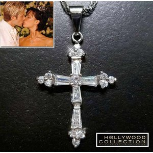 ネックレス ダイヤモンド クロス 十字架 ヴィクトリア ベッカム 結婚式招待状 コレクション celeb-cz-jewelry