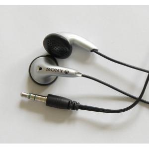 【SONY】MDR-E706 イヤフォンの未使用品。色はシルバーです。■配送:クッション封筒に入れて...