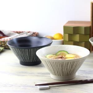 清潔感のある色彩が特徴の藍七宝シリーズ。  七宝を構成する円形は円満を意味し、毎日の食卓にのる食器に...