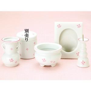 後飾りセットの小花です。  ※骨壺は別売です。 ※写真の都合上、商品の色・柄・形状・素材感が実物と異...