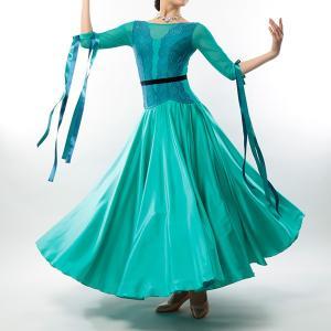 ●身頃のレースがエレガントな印象のロングワンピース。 ●ペチコートの入ったサテンスカートが華やか。 ...