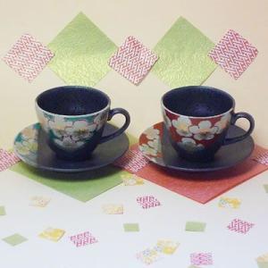 九谷焼梅の図ペアコーヒーカップ(珈琲、紅茶等)(メッセージカードサービスあり)|chagokorochaya