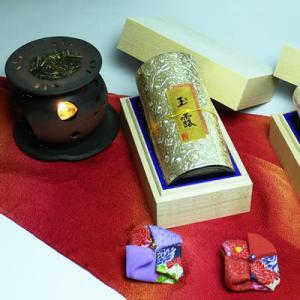 【エコファーマー】最高級の玉露200g入を金色の彫刻缶に詰め、木箱に入れた豪華絢爛ギフト|chagokorochaya