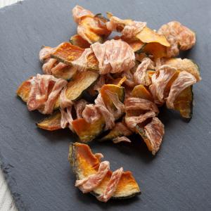 国産 ハーブで育った鶏ささみ巻きかぼちゃ 100g(50g×2袋入り) 真空パック 無添加 無着色 ...