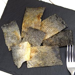 北海道産 パリパリ鮭の皮チップス 30g 無添加 無着色 犬猫用おやつ ぱっくん亭 関東当日便|chanet