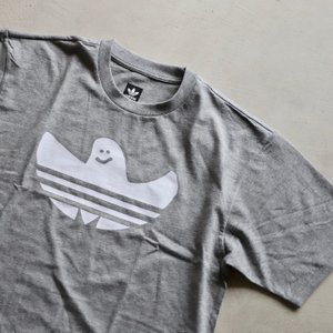 アディダスオリジナルス マークゴンザレス コラボ Tシャツ adidas originals  SHMOO TEE GREY WHITE シュムー Tシャツ グレー 2019秋冬新作|charger